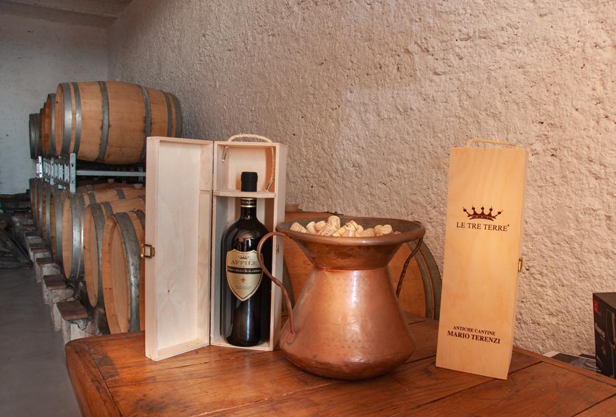 Antiche Cantine Mario Terenzi: bottiglia magnum con confezione