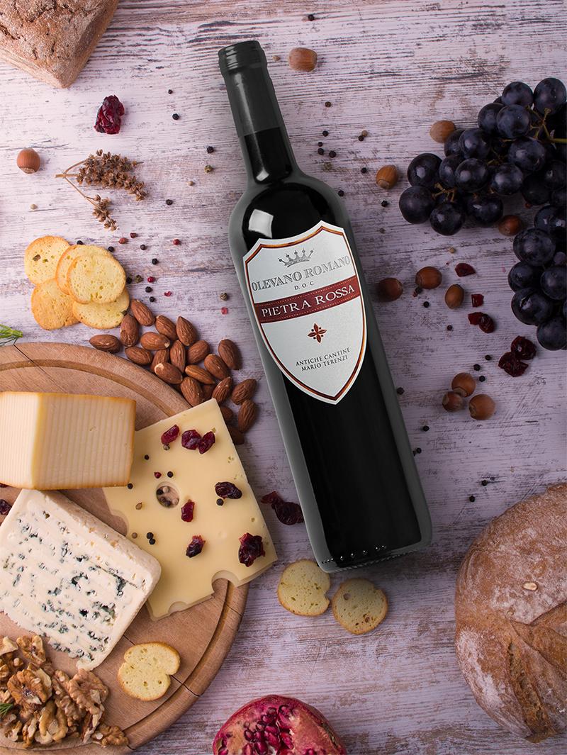 Antiche Cantine degustazioni: bottiglia Cesanese di Olevano Romano doc e formaggi tipici del territorio