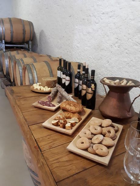 Antiche Cantine: tavolo di degustazione prodotti tipici